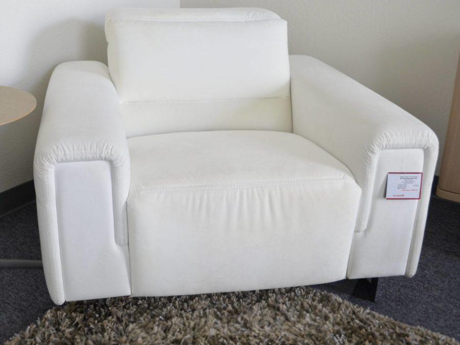 Pinnale M9 reclining armchair white room view 2